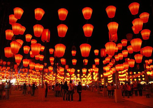 Mid-Autumn Festival is also called Family Reunion Festival in China