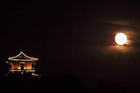 The moon is clearer and brighter than in any other season in Viet Nam