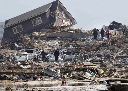 Earthquake causes great damage and loss of life