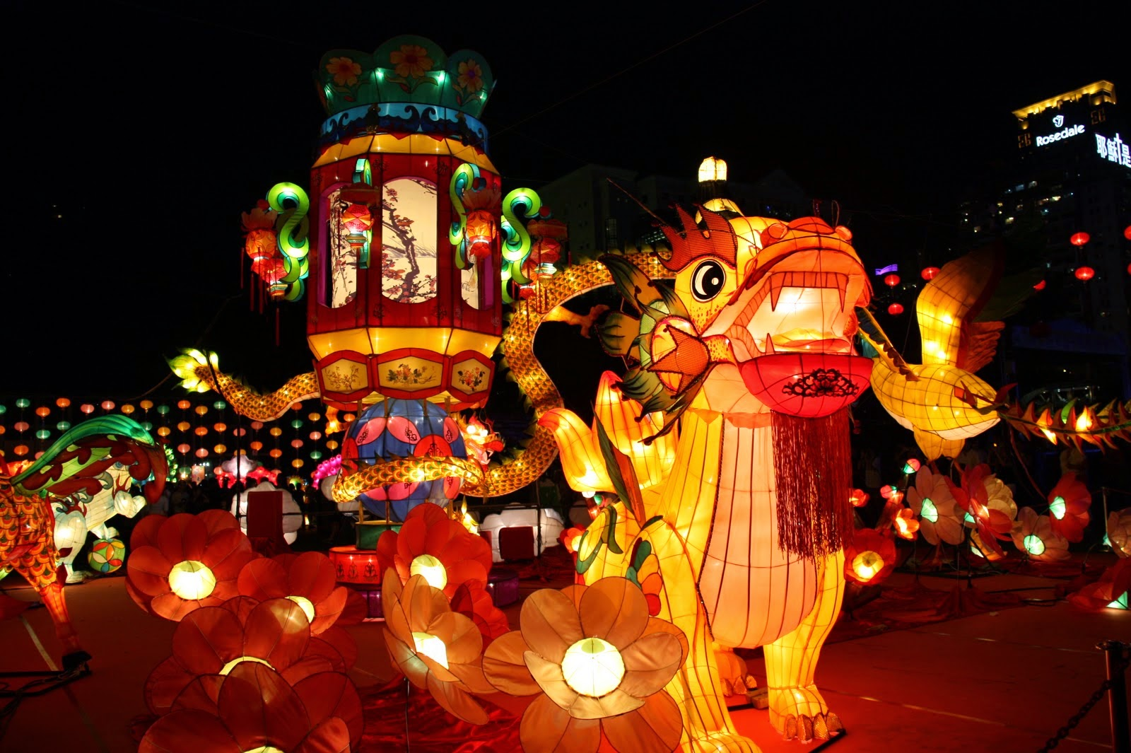 How Do Legend and Seasonal Change Combine to Make the Mid-autumn Festival?